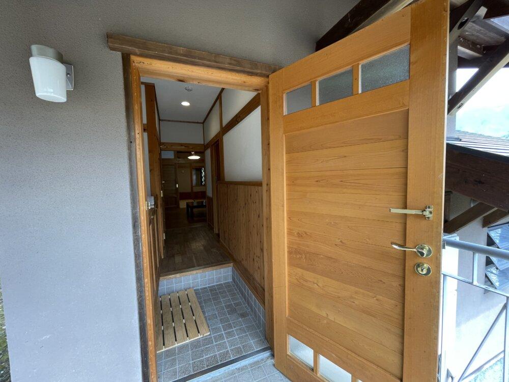 別荘建物玄関ドア