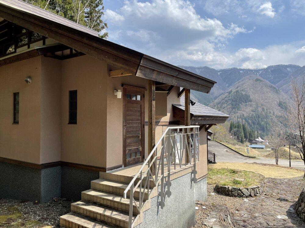 別荘建物玄関
