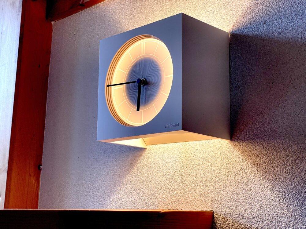 インテリアの光る時計