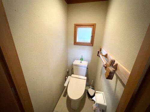 コテージの洗浄便座付きトイレ