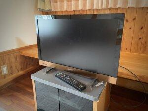 リビングに備え付けの薄型テレビ